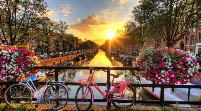 Halvat lennot Amsterdamiin 131€